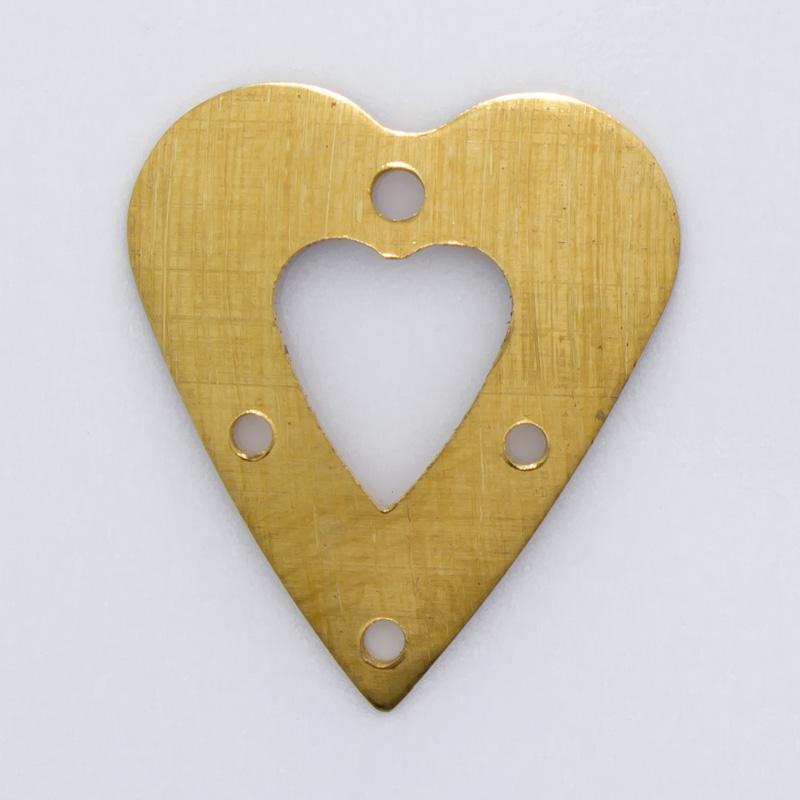Coração vazado com 4 furos 18,30mmx16,12mm