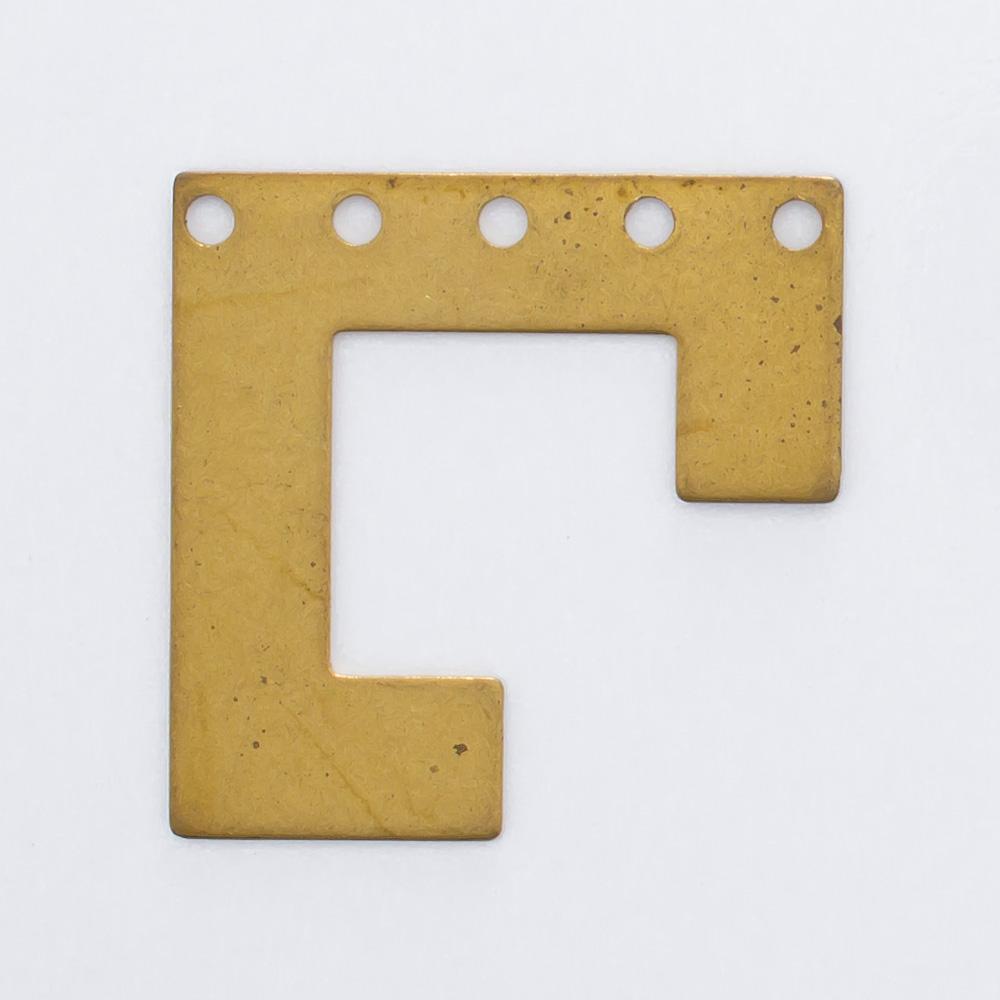 Quadrado cortado com 5 furos 20,06mmx20,13mm
