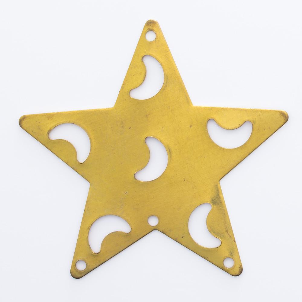 Estrela com luas vazadas e 4 furos 35,76mmx37,48mm