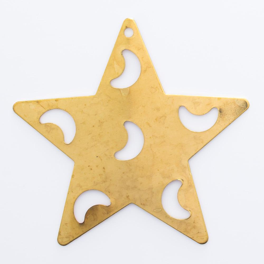 Estrela com luas vazadas e 1furo 35,76mmx37,48mm