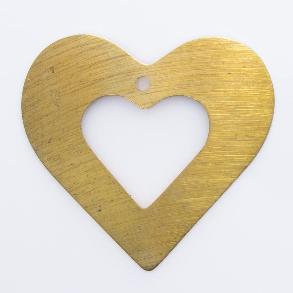Coração vazado com furo 32,58mmx35,10mm
