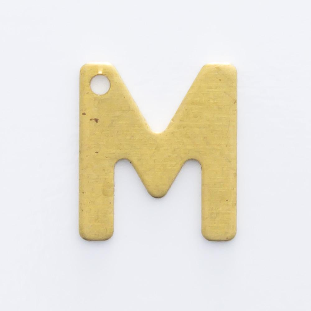"""Letra """"M"""" com furo 8,84mmx7,82mm"""
