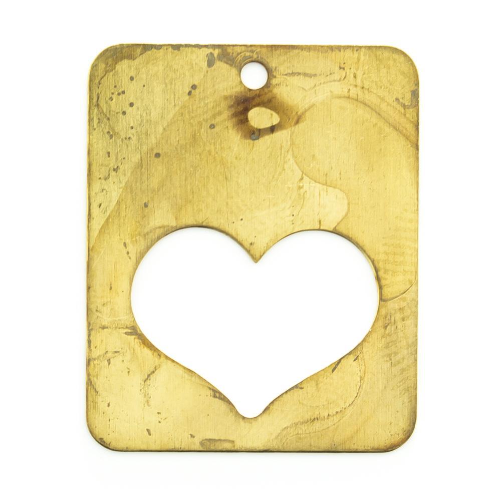 Retângulo com coração vazado e furo 23,93mmx19,37mm